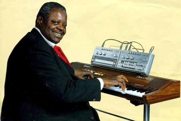 Jazz legend Oscar Peterson showing off Roland's intended use for the TB-303 and TR-606