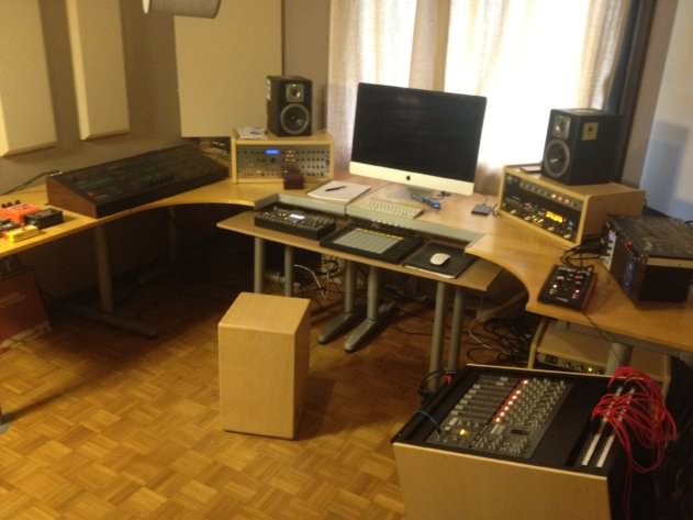 Alan Braxe's clean, functional home studio