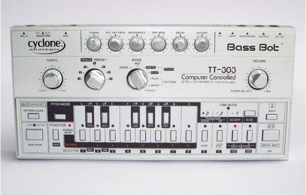 Cyclone Analogic TT-303 - Analogue Mono Synth
