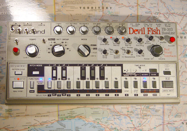 TB-303 DEVIL FISH MOD AND QUIKSILVER CPU, synth mods